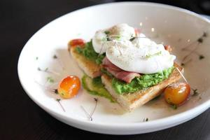 peas poached eggs photo