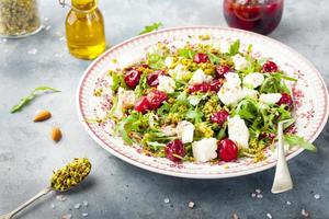 Salad with arugula, cherries and goat cheese.