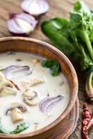 sopa tailandesa de crema de coco foto