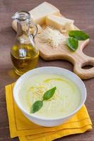 sopa de crema de verduras foto