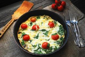 frittata, plato de huevo italiano foto