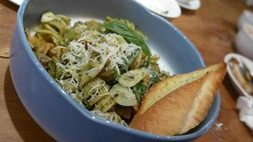 Garlic fussili