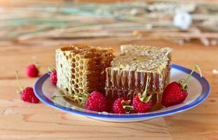 honey and raspberry photo