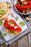 sandwich con pimientos y ajo foto