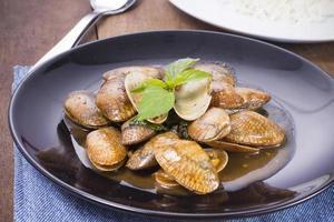 almejas fritas con salsa picante, comida tailandesa foto
