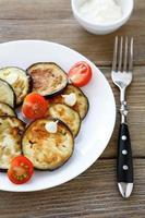 geroosterde plakjes aubergine met knoflook