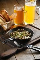 rôti aux champignons, sauce à l'ail