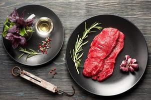 rohes Ribeye-Steak entrecote. Draufsicht