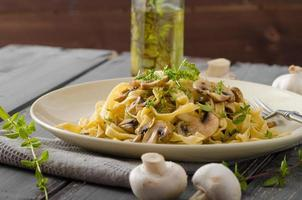 Fettuccine with garlic and mushrooms photo