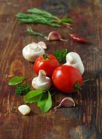 tomatoes, mushrooms and herbs