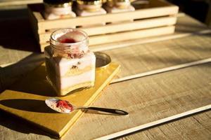 tarta de queso en un frasco foto