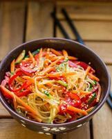 macarrão de vidro com legumes