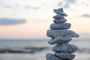 rocas apiladas unas sobre otras foto