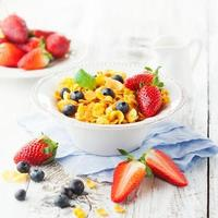 Cornflakes with berries photo