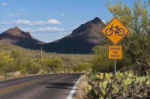 Señal de bicicleta en el desierto de Sonora foto