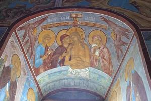 fresco alrededor de la ventana de la iglesia