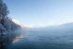 niebla del río Chilkat foto