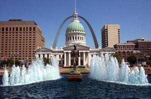 Blue fountain near St. Louis Arch