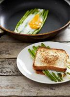 Asparagus ith egg on pan