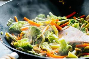 wok frite com legumes