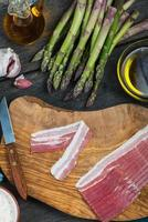 preparation of italian simple dish, asparagus and bacon