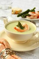 Delicious cream soup with asparagus and shrimp