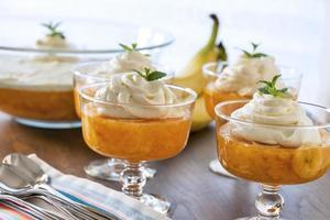 postre de gelatina de naranja y piña foto