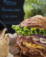 delicioso sándwich de pollo hawaiano sin gluten foto