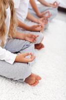 posición de loto yoga relajación detalle foto