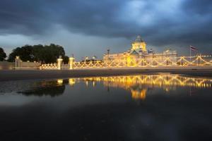Sala del trono de Ananda Samakhom en un día nublado