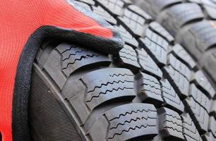 closeup de pneu de carro de inverno