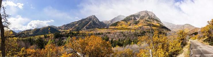 automne dans les montagnes de wasatch le long de la boucle alpine (utah)
