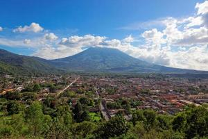 antigua, vista de cerro de la cruz, guatemala, américa do sul