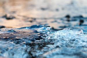hielo en el lago