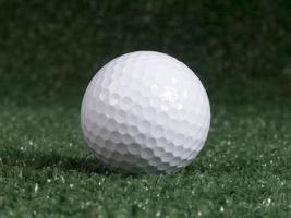 bola de golfe em verde