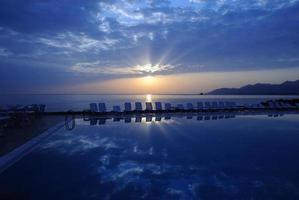 piscina y mar foto