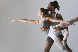pareja de bailarines de ballet