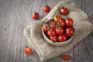 tomates cherry frescos foto