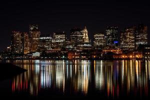 ciudad de boston en la noche foto