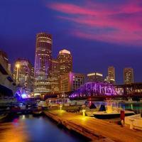 Boston Sunset Skyline en Fan Pier Massachusetts foto