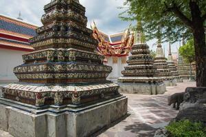 hermoso templo en bangkok foto
