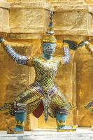bangkok, gran palacio, estatua de los guardias del demonio verde