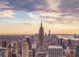 cidade de nova york ao pôr do sol