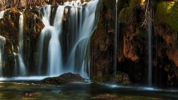 Jiuzhaigou waterfall photo