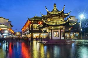 región escénica del templo de Nanjing Confucio en la noche