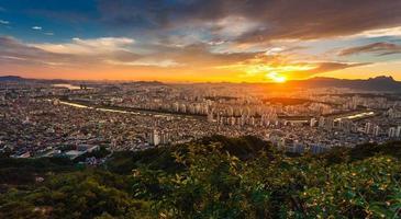 Fenómenos hermosos del cielo en Seúl, Corea foto