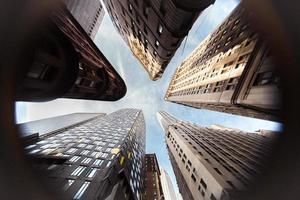 rascacielos y edificios desde abajo foto
