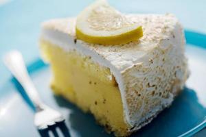 rebanada de pastel de limón foto