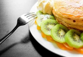 panqueque de kiwi y durazno foto