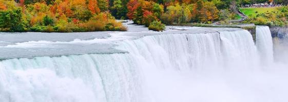 panorama de las cataratas del Niágara en otoño foto